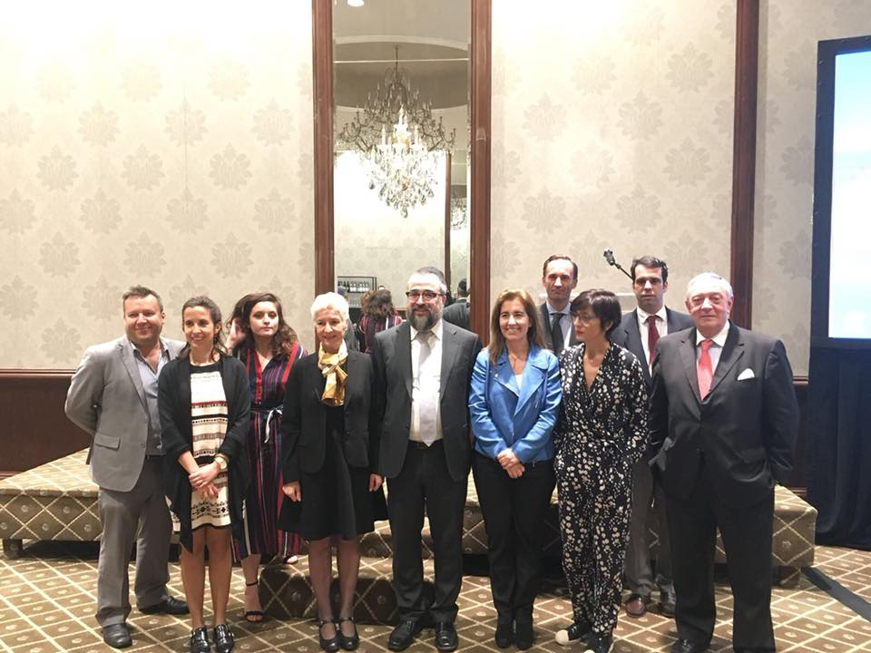 Photo of the Portuguese Secretary of Tourism, Ana Manuel Mendes Godinho, the Honorable Maria João Lopes-Cardoso, Consul General of Portugal, and members of AJC LA at Temple Tifereth Israel