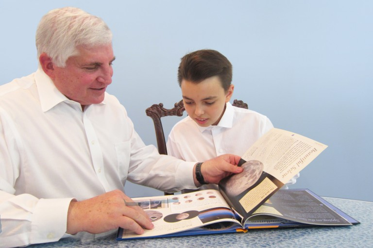 Photo of AJC Visionary Reeve Chudd and his grandson reading together