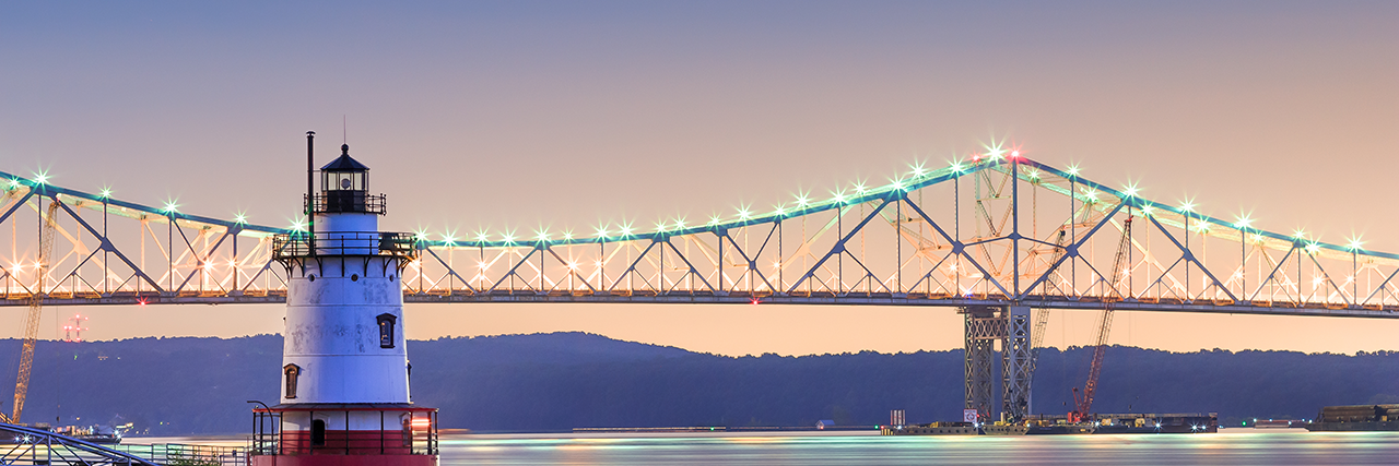 Photo of the Tarrytown lighthouse and Tappan Zee Bridge at night