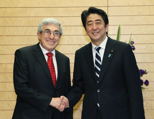 Photo of Stanley Bergman with Japanese Prime Minister Shinzō Abe