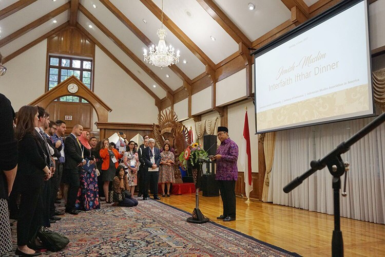 Photo of an interfaith Iftar at the Indonesian Embassy in Washington, D.C.