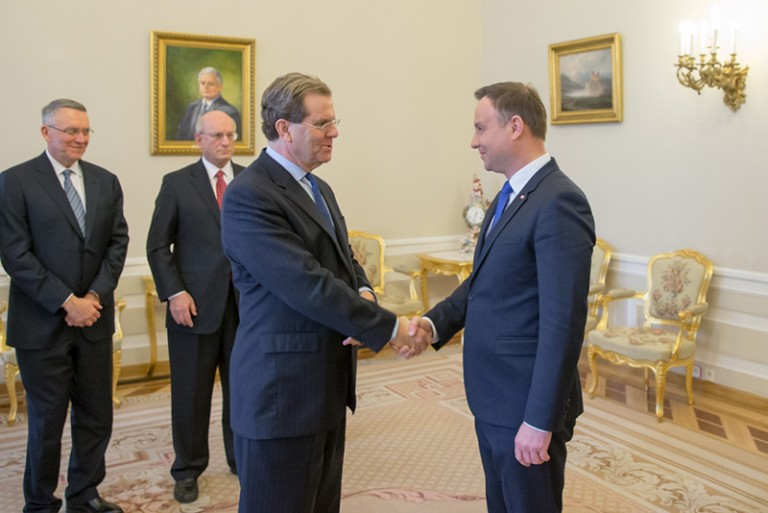 Photo of David Harris shaking hands with Polish President Andrzej Duda