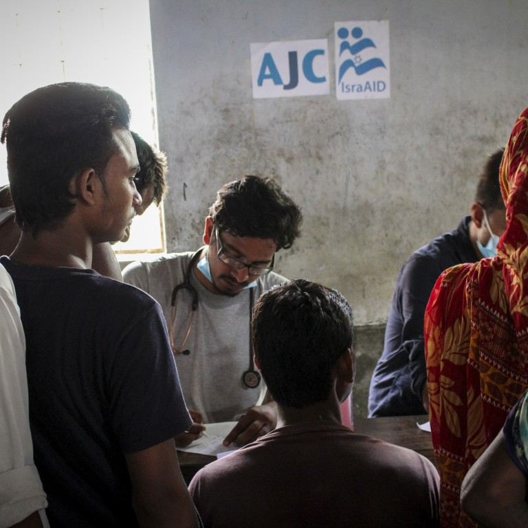 Photo of IsraAID doctors meeting with individuals in Nepal