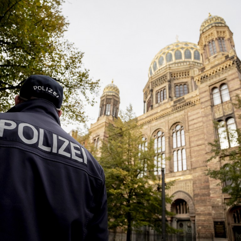 Policeman outside of a synagogue in Berlin